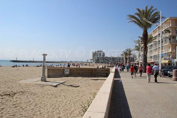 Strand und Promenade des linken Ufers bei Grau du Roi