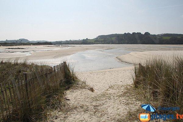 Accès à la plage du Guillec côté rivière - Plougoulm