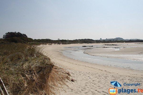 Photo de la plage du Guillec côté rivière - Plougoulm