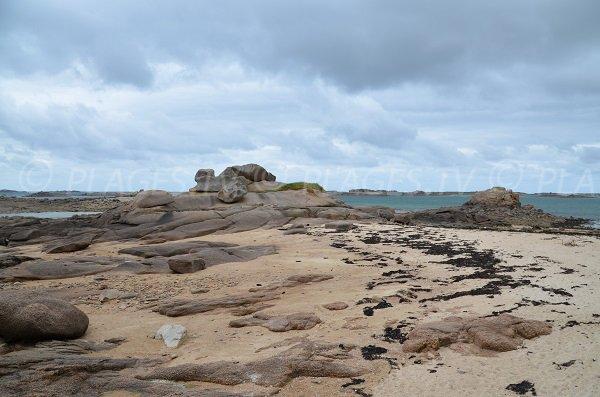 Rochers sur la plage de Roc'h Ascoat