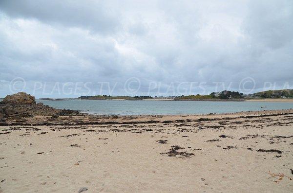 Vue sur l'ile de Toënno depuis la plage de Roc'h Ascoat