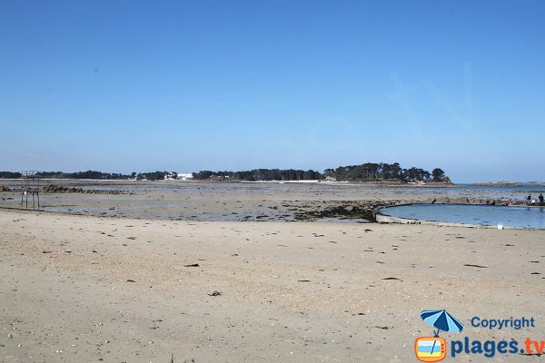 Swimming pool on the beach of Roscoff
