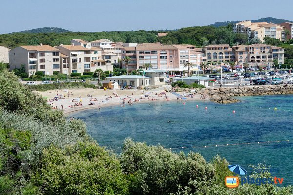 Spiaggia Roches Brunes a Six Fours in estate - Francia