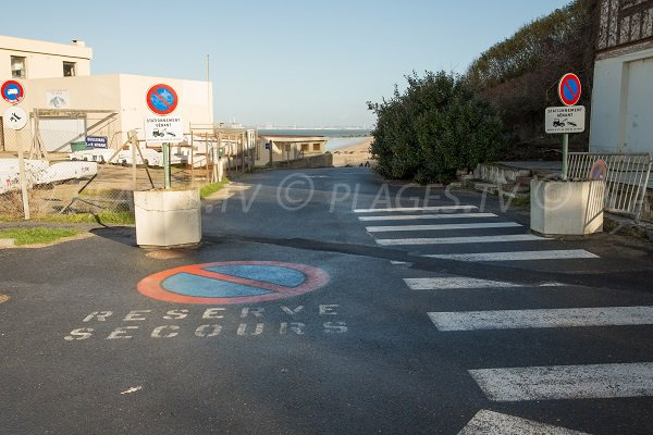 Access to the Roches Noires beach in Trouville