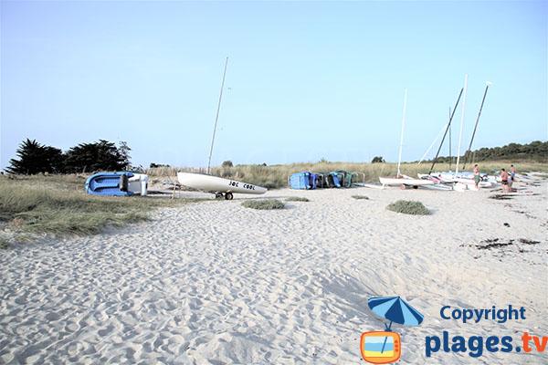 Longue plage de sable fin