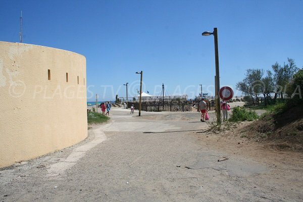 Access to the Roquille beach in Cape d'Agde