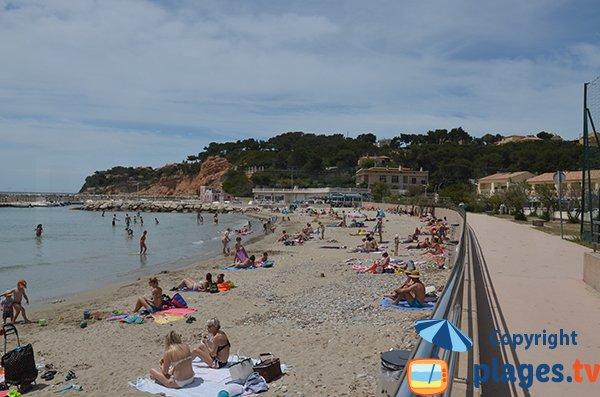 Promenade piétonne le long de la plage du Rouet