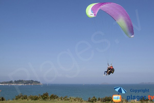 Paragliding on the beach Rougeret