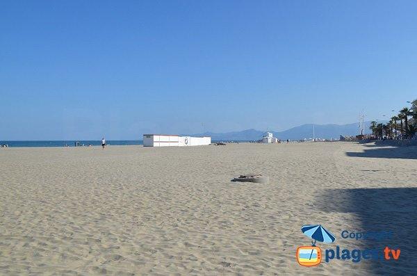 Plage privée sur la plage publique du Roussillon au Canet