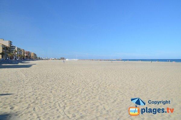 Vue sur la plage du port du Canet-Plage depuis la plage du Roussillon