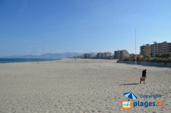 Photo de la plage du Roussillon au Canet-Plage vue depuis le nord