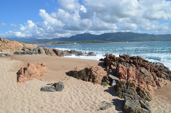 Plage de sable et criques du Ruesco en Corse - Olmeto