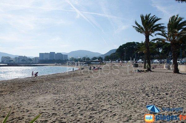 Plage du Sable d'Or de Mandelieu vue côté Cannes