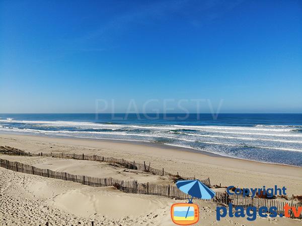 Dunes et océan à Vieux Boucau dans les Landes