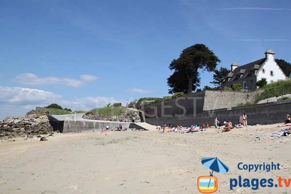 Ambiente della spiaggia di Sables Blancs a Douarnenez