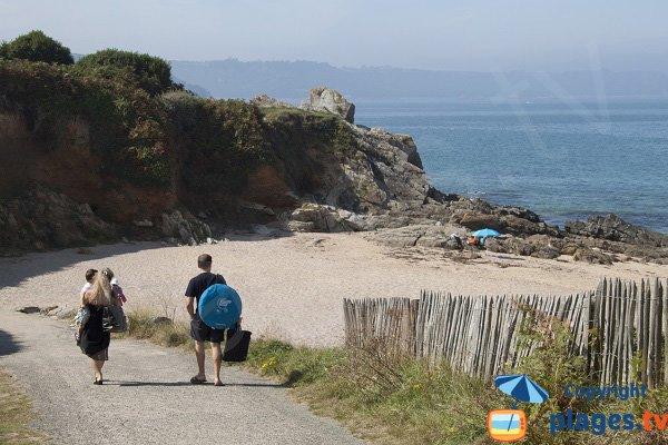 Accès à la plage des Sables Blancs - Locquirec