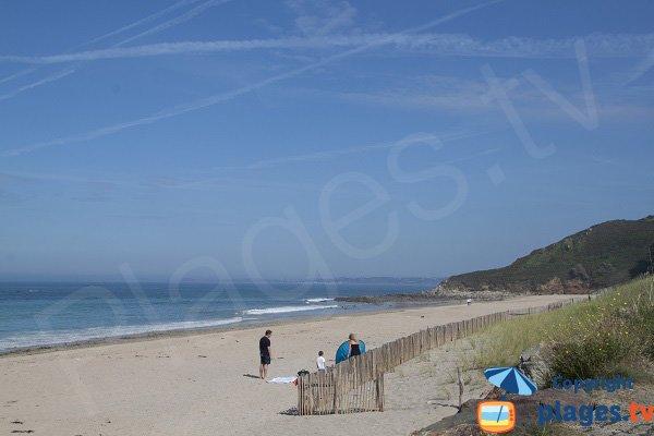 Plage de sable blanc à Locquirec