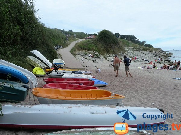 Cale de mise à l'eau sur la plage des Sables Rouges - Groix