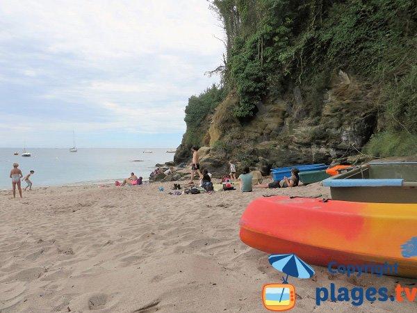 Obus sur la plage de Groix