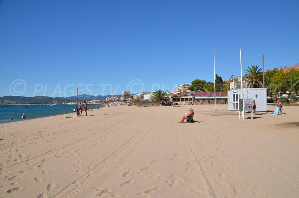 First aid station on Sablettes beach - Fréjus