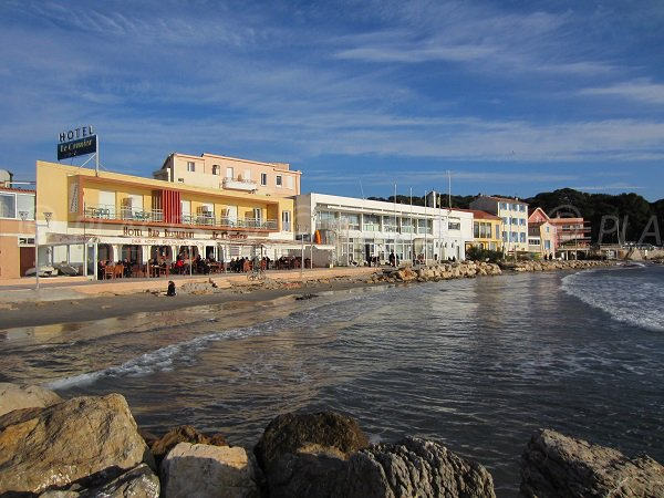 Restaurants on Sablettes beach in La Seyne sur Mer