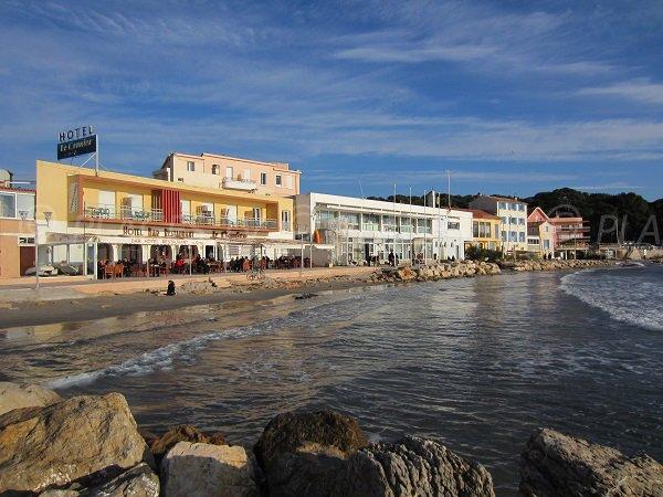 Restaurants sur la plage des Sablettes à La Seyne sur Mer dans le Var