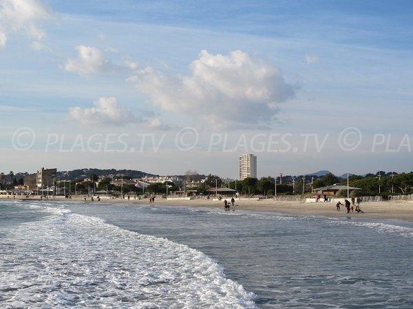 Plage des Sablettes dans le Var à La Seyne sur Mer
