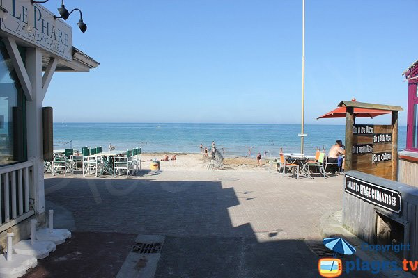Restaurants and cafes on the beach of St Aubin