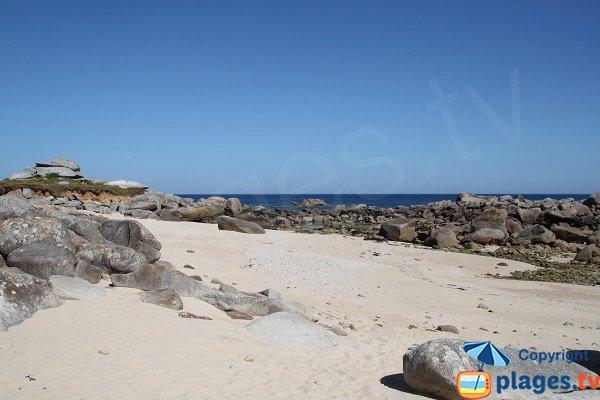 Rochers autour de la plage de St Eden à Plouescat