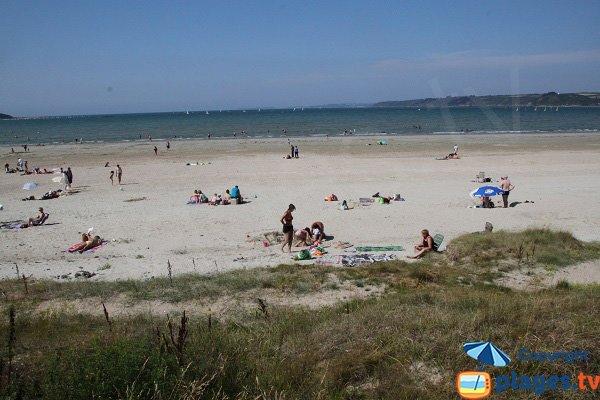 Bronzage sur la plage de Saint Efflam
