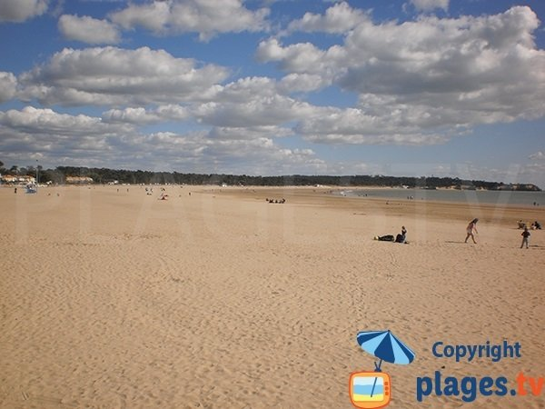 Large beach in Saint Georges de Didonne in France