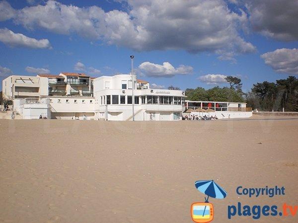 Restaurant on the beach of Saint Georges de Didonne