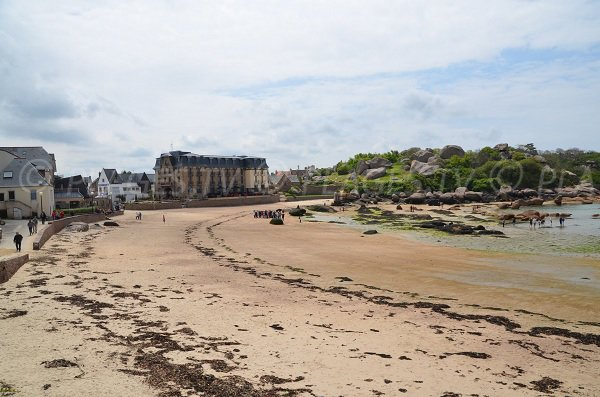 Saint Guirec beach in Ploumanac'h at low tide