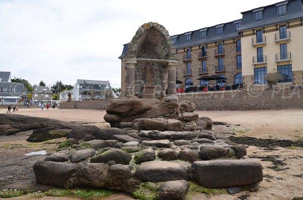 Oratoire sur la plage de Saint Guirec
