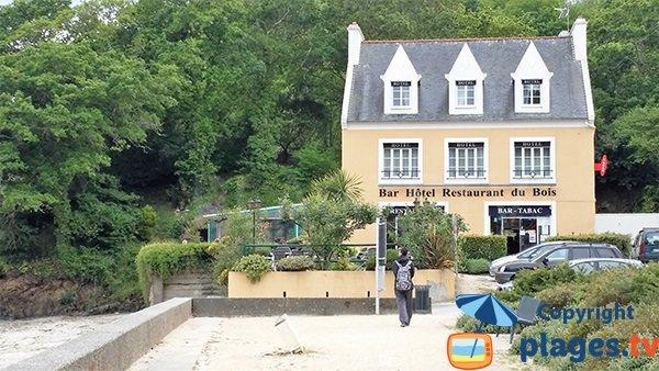 Bar hôtel restaurant à proximité de la plage de Sainte Anne à Brest