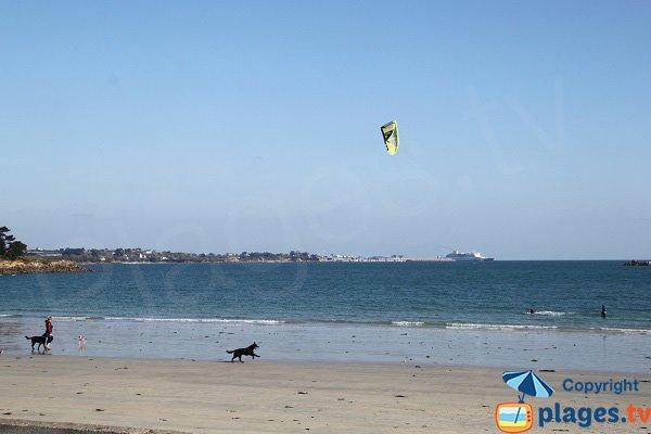 Kitesurf sur la plage de Saint Pol de Léon