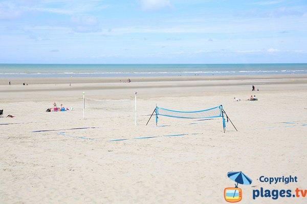 Terrain de beach volley sur la plage de Sainte Cécile