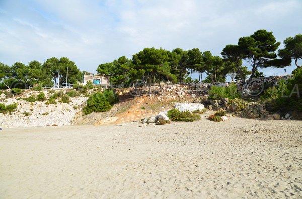 Poste de secours sur la plage de Ste Croix - Martigues