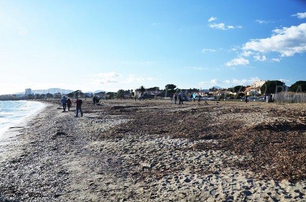 Plage de sable à Hyères à proximité des Salins