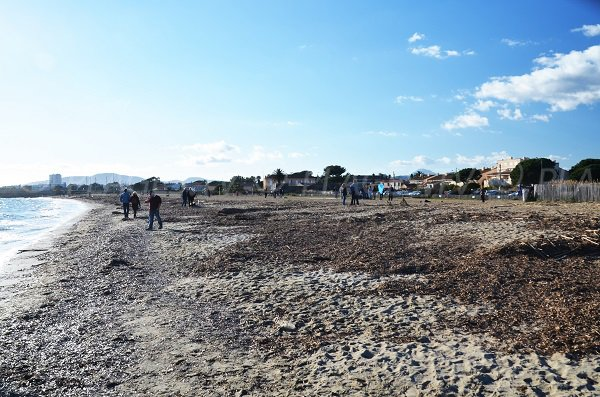 Sand beach in Hyères next to Salins