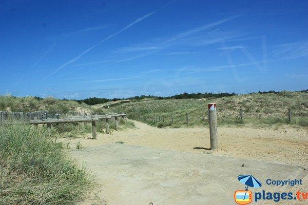 Accès à la plage des Salins de Saint Hilaire - Vendée