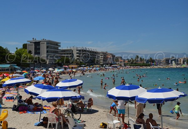 Salis beach in August in Antibes