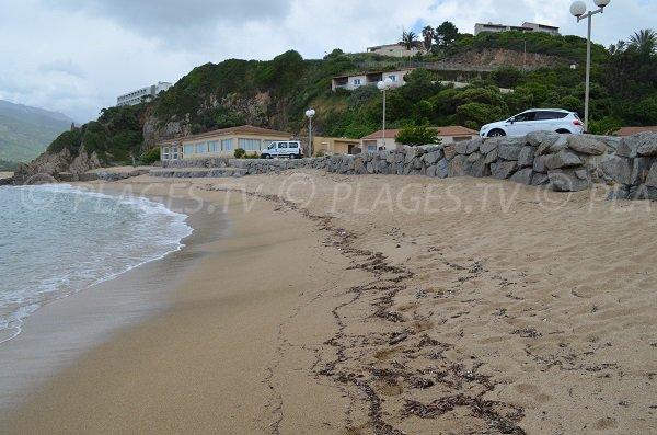 Plage devant le village de vacances de Sampiero à Propriano