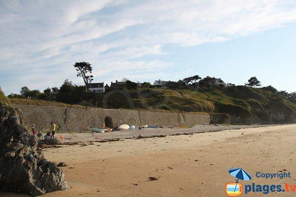 Plage de Samzun avec des fortifications - Belle Ile en Mer