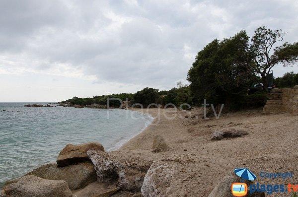 Plage à proximité de la pointe de Capineru en Corse