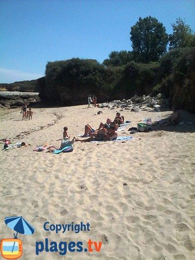 Wild beach in Groix Island - Sang Nu