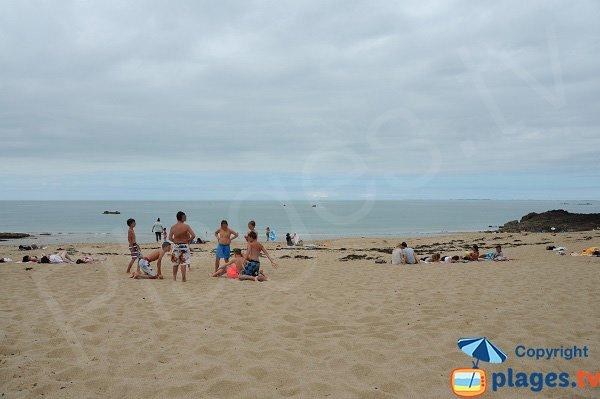 Belle crique de sable à Cancale
