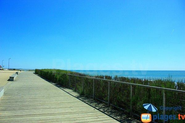 Esplanade de la plage de Sauzaie