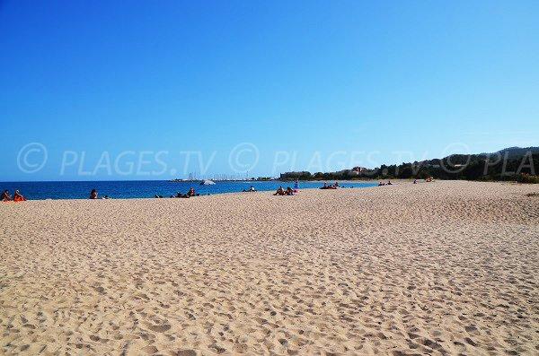 Photo de la plage de Scaffa Rossa avec vue sur Solenzara