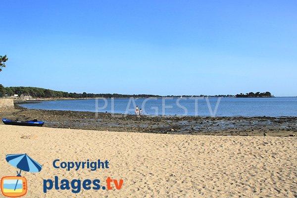 Vue sur les iles de Berder et Gavrinis depuis la plage des 7 iles